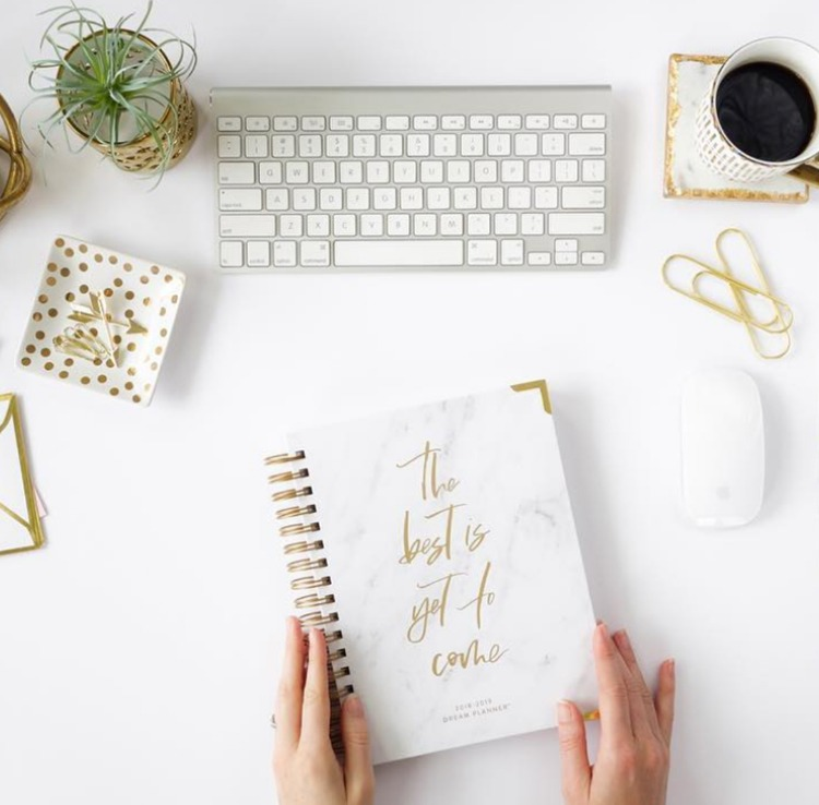 "Horacio Printing Co. flat lay on desk with planner that reads ""The best is yet to come."""